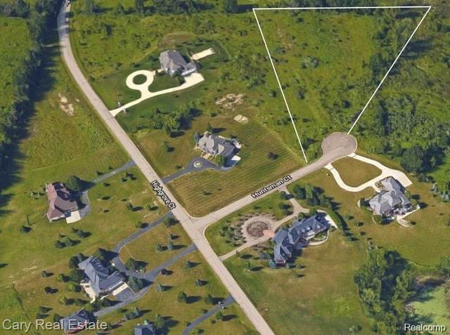 9033 Huntsman Cir, Grand Blanc, MI 48439 (MLS #2210039142) :: The BRAND Real Estate