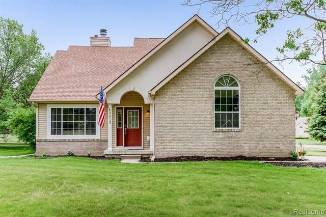 2419 Grove Park Rd, Fenton, MI 48430 (MLS #2210038922) :: The BRAND Real Estate