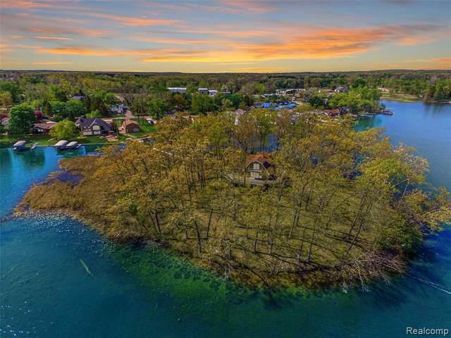 16107 Whitehead Dr, Linden, MI 48451 (MLS #2210038951) :: Kelder Real Estate Group