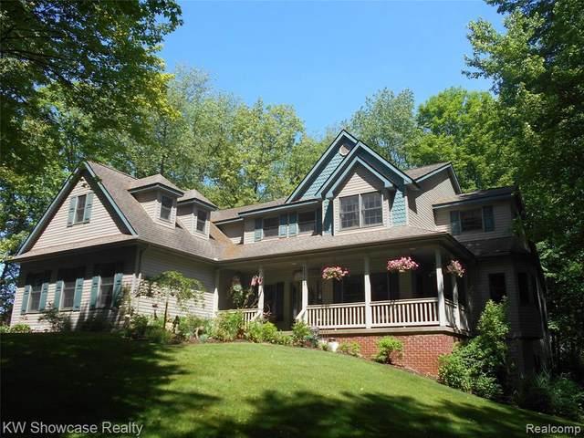 12751 Deer Path Ln, Hartland, MI 48353 (MLS #2210039245) :: The BRAND Real Estate