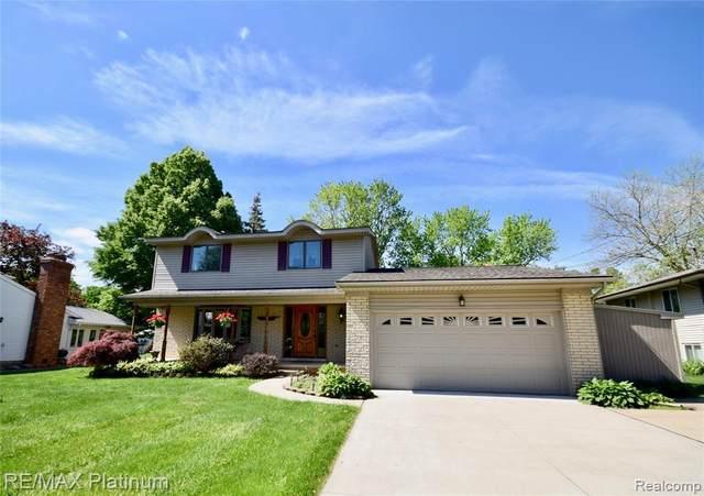 16200 Silvercrest Dr, Fenton, MI 48430 (MLS #2210040352) :: The BRAND Real Estate