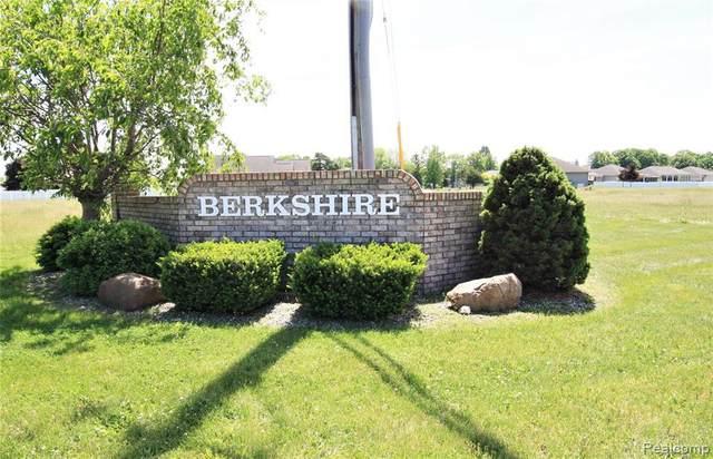 6053 Howland Dr, Swartz Creek, MI 48473 (MLS #2210041132) :: The BRAND Real Estate