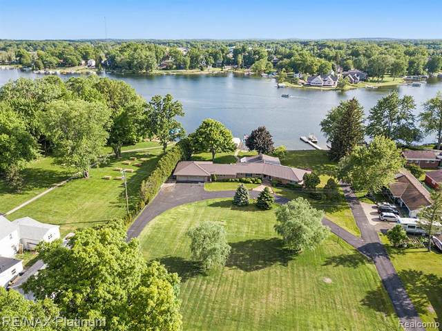1444 S. Hughes Road, Howell, MI 48843 (MLS #2210039966) :: The BRAND Real Estate