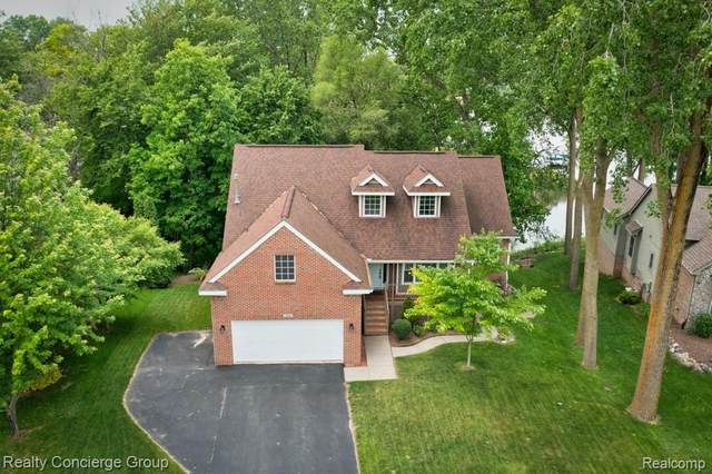 159 Lakeshore Pointe Dr, Howell, MI 48843 (MLS #2210040328) :: The BRAND Real Estate
