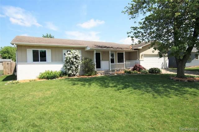 9246 Sue Ln, Swartz Creek, MI 48473 (MLS #2210042324) :: The BRAND Real Estate