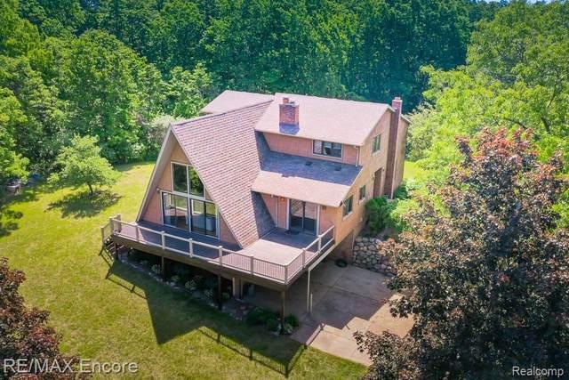 16121 Catalpa Ridge Dr, Holly, MI 48442 (MLS #2210042172) :: The BRAND Real Estate