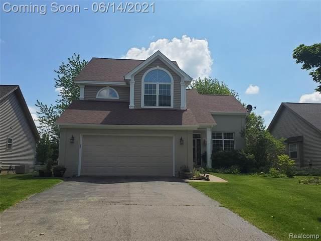 16143 Aspen Hollow Dr, Fenton, MI 48430 (MLS #2210044516) :: The BRAND Real Estate