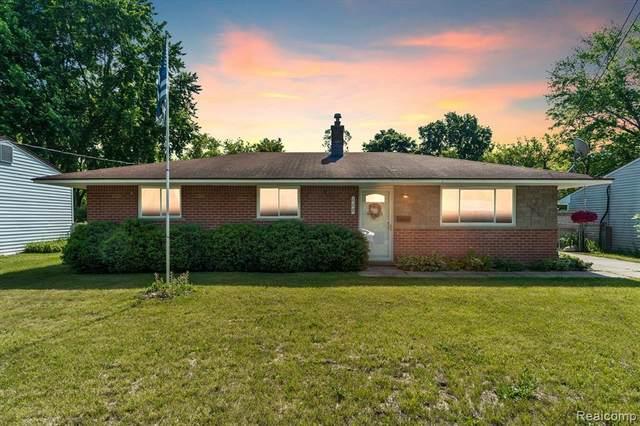 112 N Corbin St, Holly, MI 48442 (MLS #2210043224) :: The BRAND Real Estate