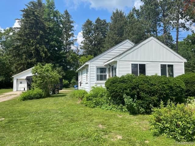 1474 Shoreline Dr, Hartland, MI 48353 (MLS #2210044461) :: The BRAND Real Estate
