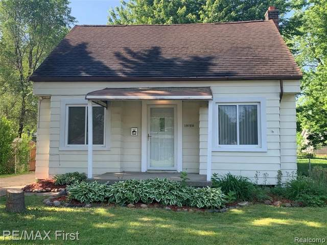 19100 Florian St, Roseville, MI 48066 (MLS #2210044510) :: The BRAND Real Estate