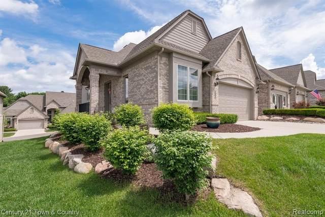 5641 Knob Hill Cir Cir Unit#67, Clarkston, MI 48348 (MLS #2210043743) :: The BRAND Real Estate