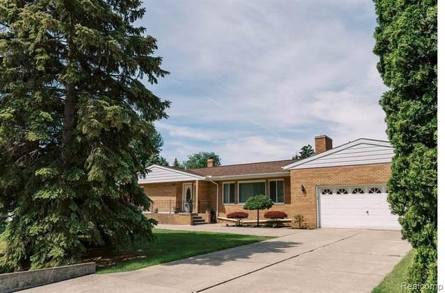5325 Virgilia Dr, Troy, MI 48098 (MLS #2210044711) :: The BRAND Real Estate