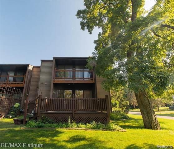 534 W Rockwell St, Fenton, MI 48430 (MLS #2210044795) :: Kelder Real Estate Group