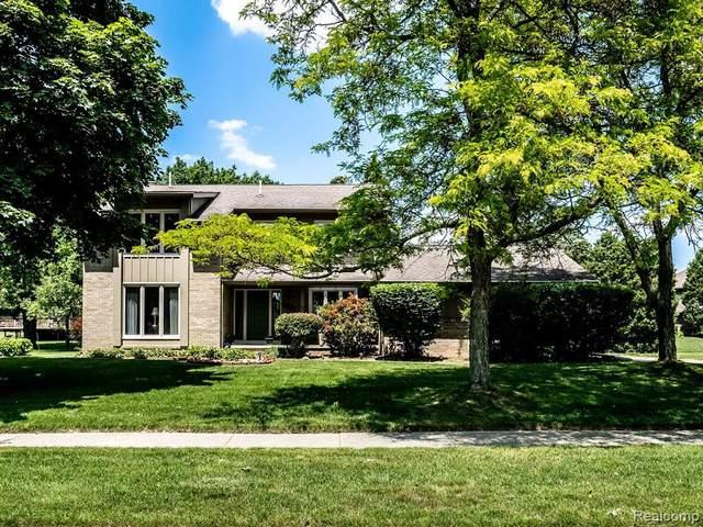 5049 Longview Dr, Troy, MI 48098 (MLS #2210044885) :: The BRAND Real Estate