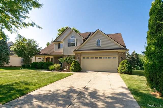1013 Oak Cluster Dr, Howell, MI 48855 (MLS #2210044194) :: The BRAND Real Estate
