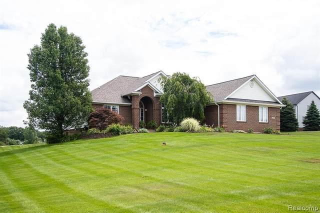 1322 Glen Valley Dr, Howell, MI 48843 (MLS #2210045086) :: The BRAND Real Estate