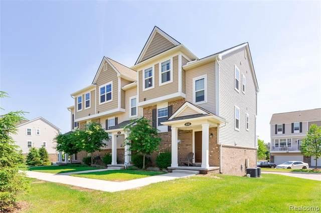 4585 Bradley Cir, Troy, MI 48085 (MLS #2210044051) :: The BRAND Real Estate