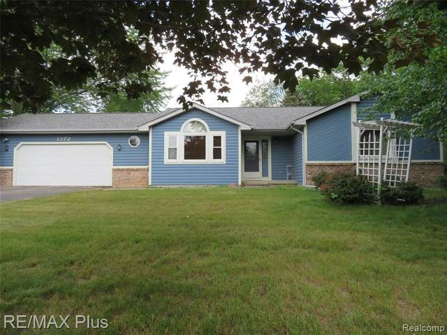 1372 Tanglewood Dr, Lapeer, MI 48446 (MLS #2210044954) :: The BRAND Real Estate