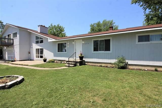 3035 Lakeshore Dr, Monroe, MI 48162 (MLS #2210044783) :: The BRAND Real Estate