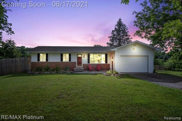 3038 County Farm Rd, Howell, MI 48843 (MLS #2210043218) :: The BRAND Real Estate