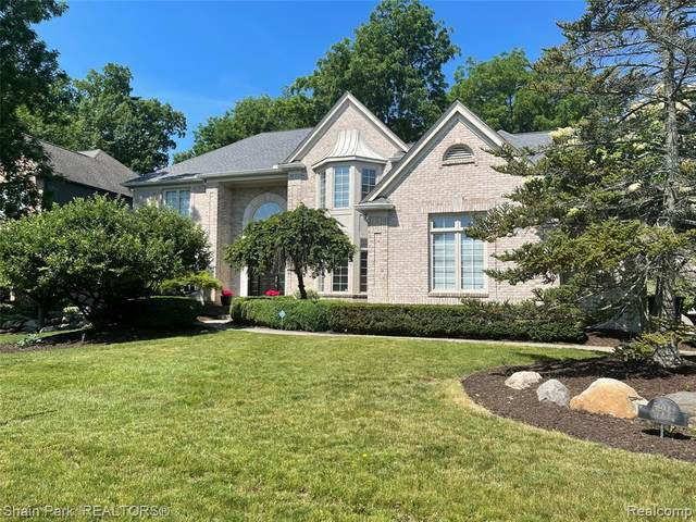 5909 Clearview Dr, Troy, MI 48098 (MLS #2210042767) :: The BRAND Real Estate
