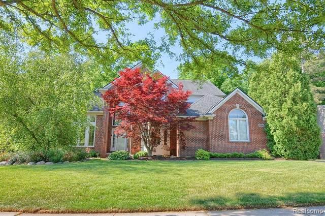23280 Mystic Forest Dr, Novi, MI 48375 (MLS #2210041303) :: The BRAND Real Estate