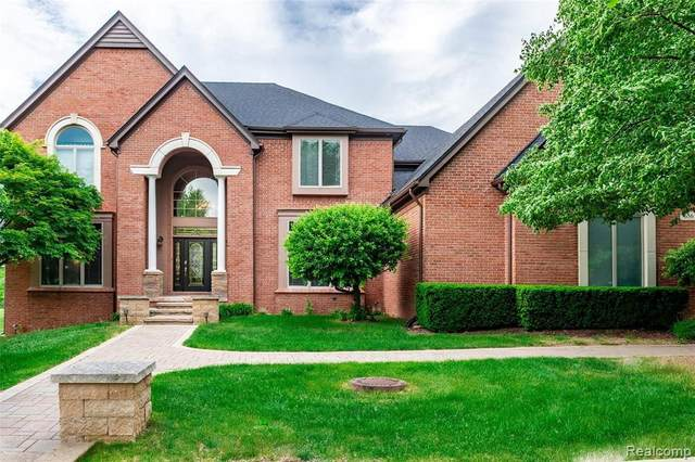 656 Springview Dr, Rochester, MI 48307 (MLS #2210045422) :: Kelder Real Estate Group