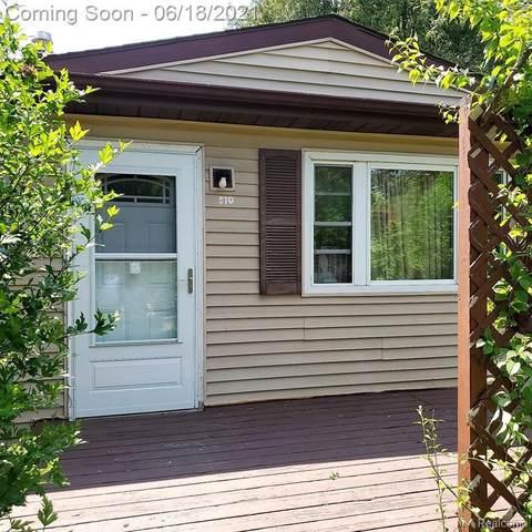 510 White Oak Dr, Perry, MI 48872 (MLS #2210045461) :: Kelder Real Estate Group