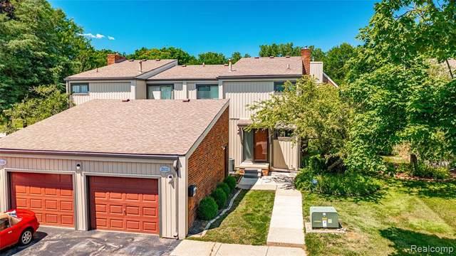 25112 S Woodvale Dr, Southfield, MI 48034 (MLS #2210045451) :: Kelder Real Estate Group