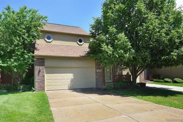 2259 Crystal Dr Unit#32-Bldg#Y, Rochester Hills, MI 48309 (MLS #2210045870) :: Kelder Real Estate Group