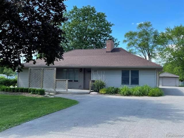 1210 W Grand Blanc Rd, Grand Blanc, MI 48439 (MLS #2210046438) :: Kelder Real Estate Group