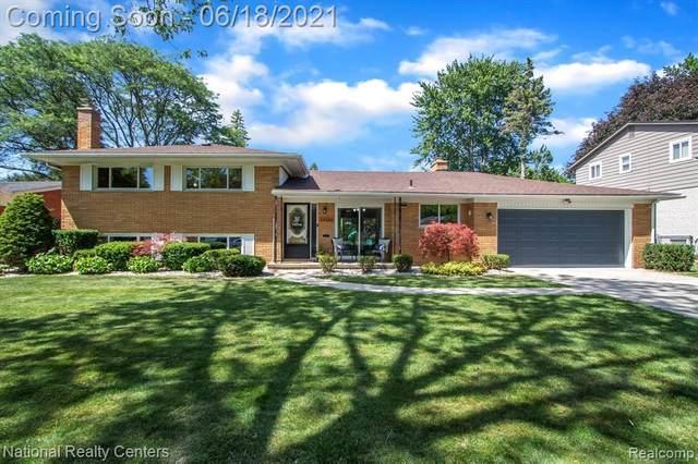34366 Munger Dr, Livonia, MI 48154 (MLS #2210042308) :: Kelder Real Estate Group