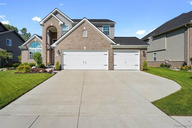 24785 Westchester Dr, South Lyon, MI 48178 (MLS #2210046540) :: Kelder Real Estate Group