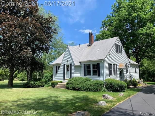 25200 Milford Rd, South Lyon, MI 48178 (MLS #2210044305) :: Kelder Real Estate Group