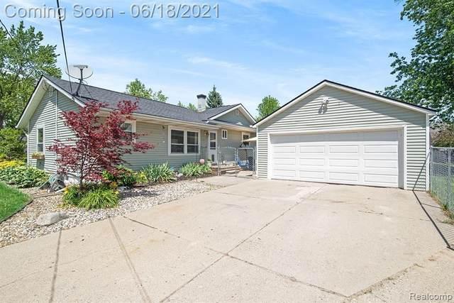 8493 Chelmsford Dr, Swartz Creek, MI 48473 (MLS #2210046544) :: Kelder Real Estate Group