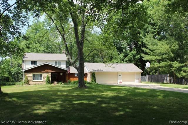 1309 Decker Rd, Walled Lake, MI 48390 (MLS #2210046317) :: Kelder Real Estate Group