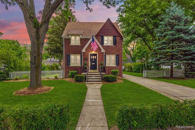 214 Fisher Rd, Grosse Pointe Farms, MI 48230 (MLS #2210032858) :: The BRAND Real Estate