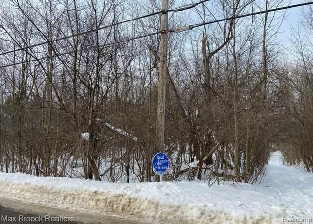 000 Blue Jay Way, West Bloomfield, MI 48322 (MLS #2210047433) :: Kelder Real Estate Group