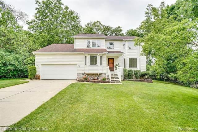 2286 Greenlawn Ave, Bloomfield Hills, MI 48302 (MLS #2210047835) :: The BRAND Real Estate