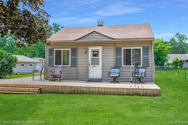 2323 Ray Rd, Fenton, MI 48430 (MLS #2210045374) :: Kelder Real Estate Group