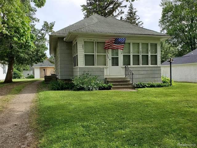 6335 Ervin St, Marlette, MI 48453 (MLS #2210048376) :: Kelder Real Estate Group