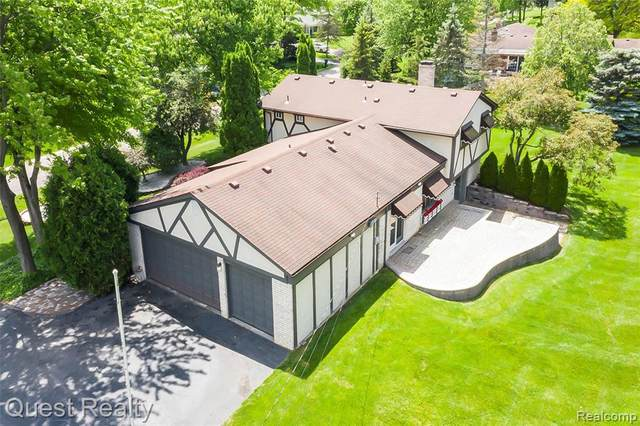 38050 Southfarm Ln, Northville, MI 48167 (MLS #2210049341) :: Kelder Real Estate Group