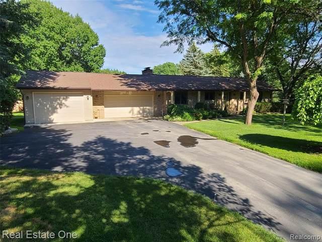618 Burns Rd, Milford, MI 48381 (MLS #2210048291) :: Kelder Real Estate Group