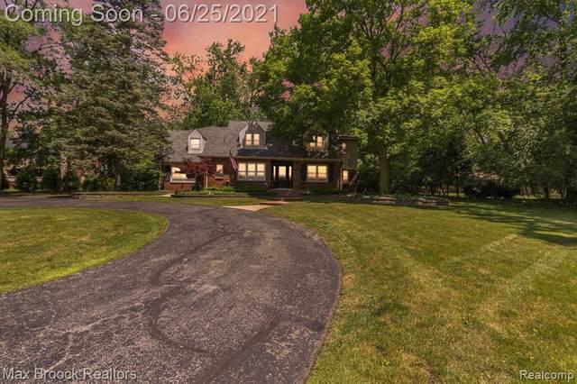 21050 W 14 MILE RD, Bloomfield Hills, MI 48301 (MLS #2210048357) :: Kelder Real Estate Group