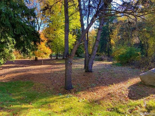 000 Devins Ridge, Clarkston, MI 48348 (MLS #2210049912) :: The BRAND Real Estate