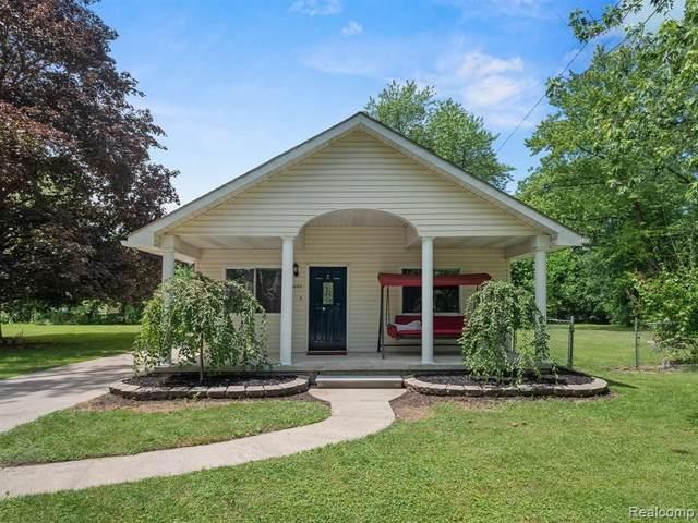 5642 Weddell St, Dearborn Heights, MI 48125 (MLS #2210050154) :: Kelder Real Estate Group