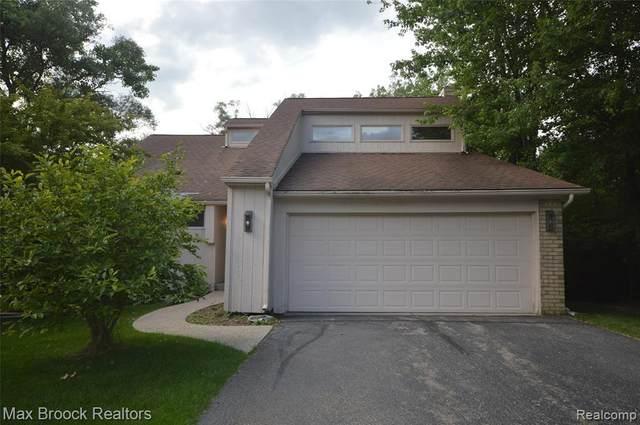 4635 Valleyview Dr, West Bloomfield, MI 48323 (MLS #2210050630) :: Kelder Real Estate Group