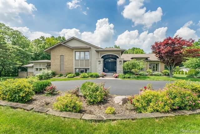 3770 Lakecrest Dr, Bloomfield Hills, MI 48304 (MLS #2210043556) :: Kelder Real Estate Group