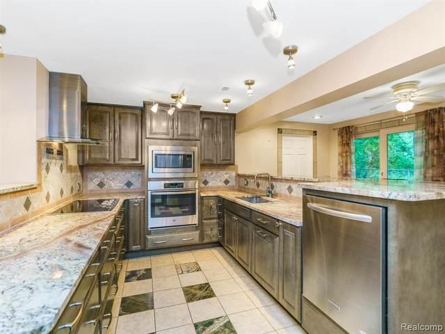 4141 Navarra Crt, White Lake, MI 48383 (MLS #2210050511) :: Kelder Real Estate Group