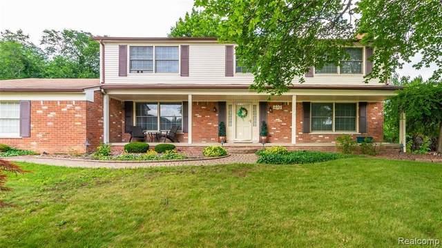 16207 Andover Dr, Clinton Township, MI 48035 (MLS #2210051690) :: Kelder Real Estate Group